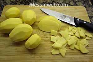 peel of and cut potatoes