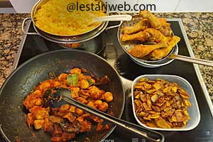 serving Chicken-Turmeric Mixed Rice