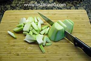 cut chayote thinly