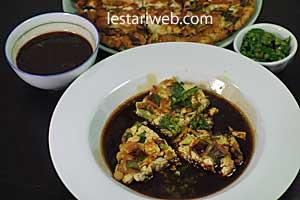 serving tofu omelette