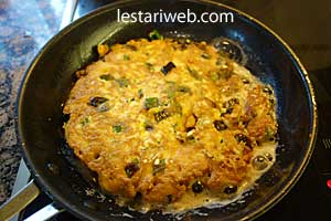 turning tofu omelette