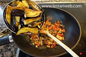 adding fried eggplant, aubergine