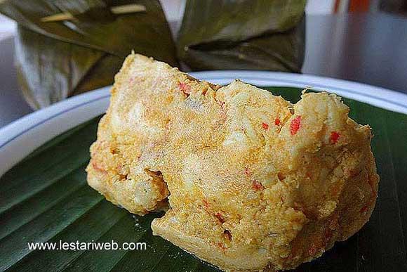 steamed chicken in banana leaf