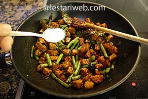 fried tempeh with green beans