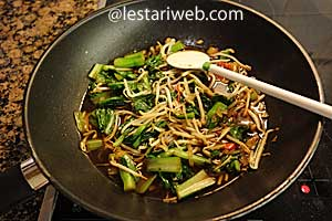 Choy Sum and Beansprouts