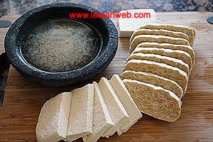 sliced tempeh and tofu