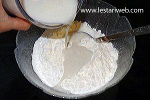 Mix the rice flour