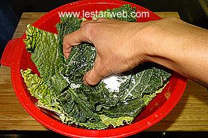 squeeze cassava leaves