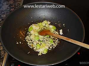 garlic and sliced spring onion