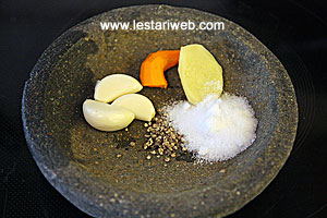 garlic, ginger, turmeric, pepper