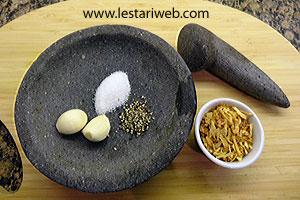 garlic, fried shallots, salt & sugar