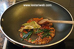 salam leaves & kaffir-lime leaves