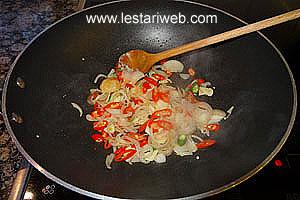 shallots, garlic, chilli and galangale