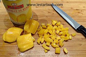 Slice the jackfruits